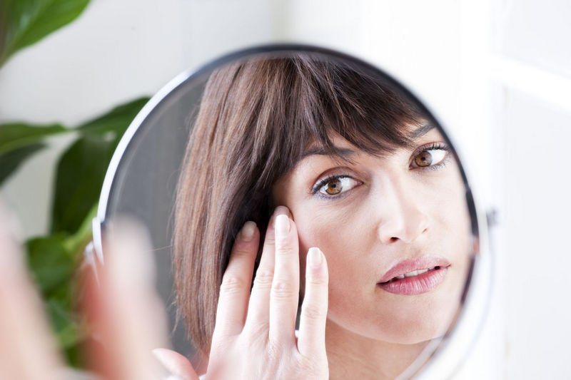 causes of heavy eyelids and puffy eyelids, sagging eye lids - including eye-bags-ageing-eyes-anti-ageing-solutions-